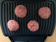 Make bifteki yourself: meatballs with feta - OptiGrill recipes - Greek meatballs, also called bifteki, can be made yourself. The feta cheese inside ensures a very s - Grape Jelly Meatballs, Greek Meatballs, Vegetable Drinks, Vegetable Dishes, Chicken Sandwich Recipes, Queso Feta, Cooking Dishes, Albondigas, Healthy Eating Tips