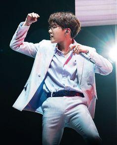 Speak Yourself Tour: Brazil 🇧🇷 Jhope Hope Hoseok Seokjin, Kim Namjoon, Kim Taehyung, Jimin, Bts Bangtan Boy, Jung Hoseok, J Hope Dance, Just Dance, Foto Bts