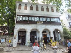 Village Makrinitsa in Mount Pelion Ancient Greek Theatre, Old Greek, Roman Roads, Ancient Ruins, Medieval Castle, Thessaloniki, Greece, National Parks, House Styles