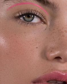 Body Makeup, Pink Makeup, Cute Makeup, Pretty Makeup, Hair Makeup, Freckles Makeup, Rosa Eyeliner, Eyeshadow, Makeup Trends