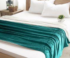 Kvalitné zelené deky do obývačky Blanket, Home, Ad Home, Blankets, Homes, Cover, Comforters, Haus, Houses