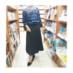 Flanel with pleats skirt, don't forget to lace up! Shoes