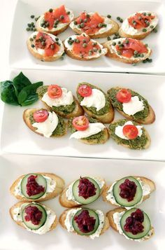 Delish ways to serve crostini salmon+creme cheese+capers pesto+mozzarella+cherry tomatoes cheese+creme cheese+cucumbers+dried cranberries Cup of Beautiful: Snacks Für Party, Appetizers For Party, Appetizer Recipes, Salmon And Creme Cheese, Appetisers, Food For Thought, Finger Foods, Love Food, Delish