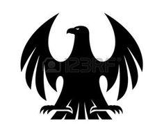 Trotse adelaar zwart en wit silhouet met opgeheven vleugels en hoofd draaide naar links voor heraldiek ontwerp photo