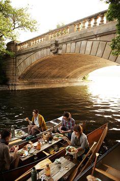 picnic in canoes