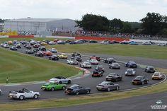 Porsche 911 Parade Sets New World Record