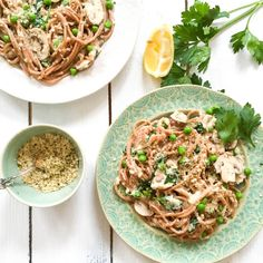 HEALTHY SPAGHETTI CARBONARA WITH CREAMY CAULIFLOWER SAUCE