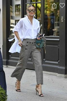 Weiße Hemden Masculine meets feminine: Olivia Palermo combines with the white oversized shirt a suit Estilo Olivia Palermo, Olivia Palermo Style, Olivia Palermo Outfit, Olivia Palermo Lookbook, Trajes Business Casual, Business Casual Outfits, Look Street Style, Spring Street Style, Street Styles