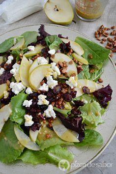 Ensalada con pera, nuez, queso de cabra y arándanos www.pizcadesabor.com