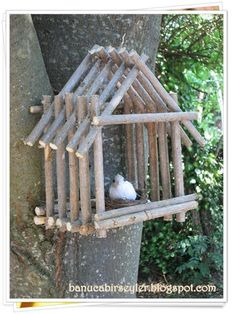 Bird House Kits Make Great Bird Houses Twig Crafts, Diy Home Crafts, Nature Crafts, Garden Crafts, Craft Stick Crafts, Garden Projects, Wood Crafts, Garden Art, Craft Stick Projects