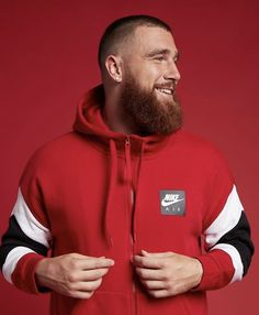 Catching Kelce, Chris Meloni, Travis Kelce, Kansas City Chiefs Football, Types Of Guys, Hair And Beard Styles, Sport Man, Baby Daddy, Haircuts For Men