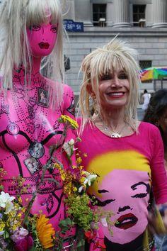 The shirt! Pink Fashion, Boho Fashion, Fashion Design, Fashion 2020, Fashion History, Buy My Clothes, Advanced Style, Betsey Johnson, Pretty In Pink