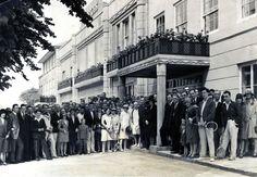 Harrods staff in 1929 .... #HarrodsWindows