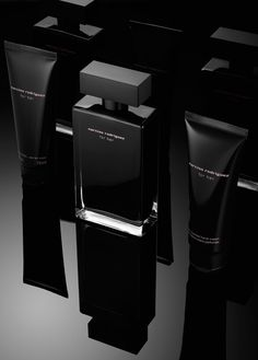 Travis Rathbone is a New York based still-life photographer Film Photography Tips, Advertising Photography, Photography Website, Product Photography, Skincare Packaging, Cosmetic Packaging, Beauty Packaging, Black Perfume, Black Packaging