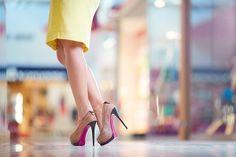 Topuklu ayakkabılarla yürüyebilmenin yolları