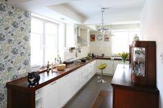 Wnętrze stanowi perfekcyjne połączenie funkcjonalności i estetyki. Jest również ciepłe i rodzinne. Fot. Bartosz Jarosz. Kitchen Island, Kitchen Cabinets, Classic Style, Cool Stuff, Home Decor, Kitchens, Design Ideas, Google, Living Room