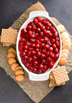 Cherry Cheesecake Dip Recipe - such an easy no-bake dessert! Party Dips, Party Appetizers, Appetizer Ideas, Appetizer Recipes, Just Desserts, Delicious Desserts, Yummy Food, Dessert Dips, Dessert Recipes