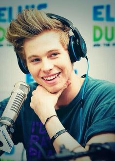 Luke :) yes I just look at a pin an it said whoever this is will Marry you in 1 year with this arrow ---> and look who it is its Luke
