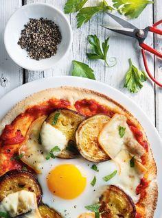 Pita-pizza à l'aubergine et à l'oeuf