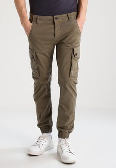 cb9a3bdea95169 Jack  amp  Jones JJIPAUL - Cargo trousers - walnut - Zalando.co.uk. Zalando  Shop