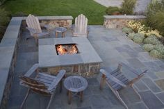 like the square fire pit and the surrounding patio, must show hubby before we do our this weekend! yay!