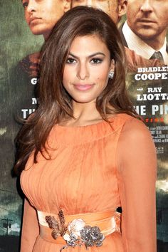 "Tonal Chestnut""Eva Mendes has golden skin, while her eyes are dark and cool,"" Aura says. ""The warmth on the ends warms and brightens her eyes, but the cool at the root helps keep her color looking natural and frames her bone structure."""
