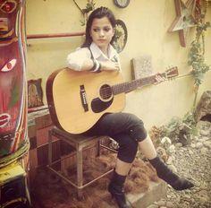 young pakistani christan singer Alycia Dias