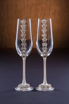 Clear Wedding Glasses with Cristals and Cake Server Set Christmas Glasses Winter Glasses Champagne Flutes Glasses Toasting Silver Flutes Champaign Glasses, Wedding Wine Glasses, Wedding Champagne Flutes, Flute Glasses, Wedding Cake Server, Christmas Glasses, Halloween Table Decorations, Decorated Wine Glasses, Wine Glass Crafts