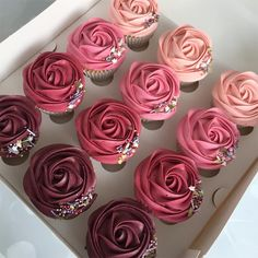 3 or Buttercream cupcakes by   The colours are so amaziiing! Pretty Cakes, Cute Cakes, Beautiful Cakes, Amazing Cakes, Fancy Cupcakes, Wedding Cupcakes, Fun Desserts, Delicious Desserts, Cupcakes Bonitos