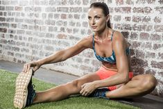 Sure, you could just run slow for your first kilometre. But this routine has way more payoff. Big Muscles, Sore Muscles, Best Stretches For Runners, Cool Down Exercises, Doctor Of Physical Therapy, Arm Circles, Hip Openers, Runners World, Just Run