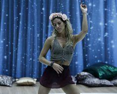Giovanna Ewbank usa minissaia transparente em ensaio do 'Dança dos Famosos'