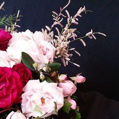 Floral detail  by a pajarita  #floraldetails #flowers #weddingdetails #apajarita #roses