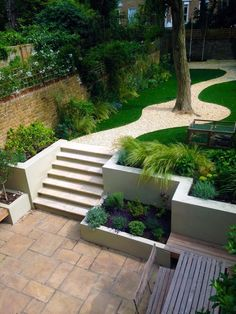 Large backyard landscaping ideas are quite many. However, for you to achieve the best landscaping for a large backyard you need to have a good design. Back Gardens, Small Gardens, Outdoor Gardens, Back Garden Design, Garden Landscape Design, Landscape Bricks, Terrace Design, Patio Design, Contemporary Garden Design