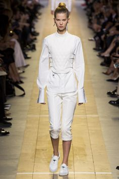 Christian Dior goes fencing  - Spring 2017 Ready-to-Wear