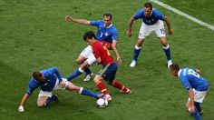 4 Italy players struggling to stop David Silva's slalom !
