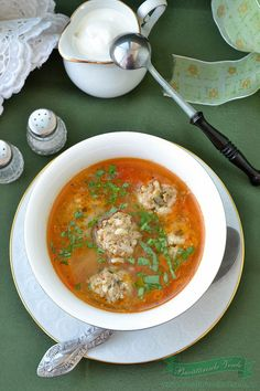 Ciorba de perisoare Gourmet Recipes, Soup Recipes, Cooking Recipes, Romania Food, Russian Recipes, Romanian Recipes, Healthy Cooking, Easy Meals, Good Food