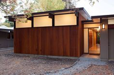 Klopf Architecture has been tackling renovations on mid-century and Eichler homes and they designed an extension for this L-shaped Eichler in Palo Alto