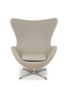 Arne Jacobsen Egg Style Chair Lounge Chair in Wheat