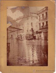 FOTOGRAFIA ORIGINAL DE 22X16.5 CM DE LA RIADA DE SEVILLA DE 1912 - CALLE ZARAGOZA AL FONDO - Foto 1