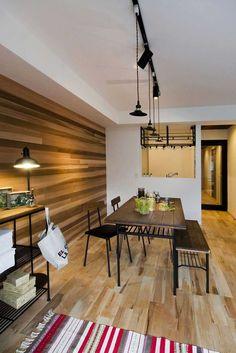 レッドシダー、オーク、メープル、パインの4種類の木材をふんだんに使用。異なる特質を持つ木材の変化を楽しめます。 家族の拡大を想定した間取りでLDKを将来的に半分に出来ます。 差し色に飽きのこないペインブルーを用い、落ち着いた雰囲気に仕上げました。 Modern Interior, Interior Architecture, Interior Design, Maple Floors, Floor Colors, Home And Deco, Office Interiors, Colorful Interiors, Home Furniture
