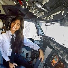 Ladies of Aviation Pilot Uniform, Private Pilot, Airplane Photography, Female Pilot, Aviators Women, Dating Girls, Military Women, Commercial Aircraft, Air France