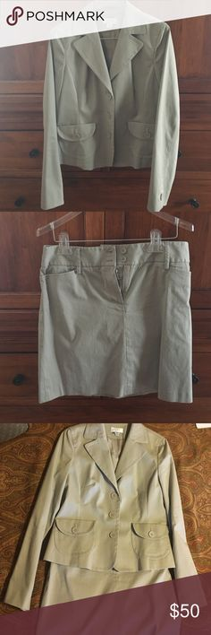 Khaki Loft Suit Separates EUC. Looks great as a suit, or jacket looks nice with jeans, skirt worn with a simple top. Perfect spring/summer weight. LOFT Skirts