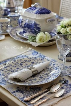 1000 images about blue amp white on pinterest blue and white toile and delft