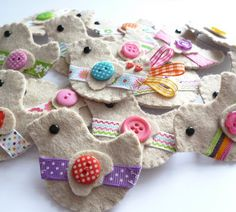 paper-and-string: hen party brooches