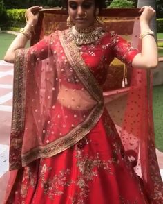 Hinna Braut Wedding Gown Pitfalls: How To Avoid Making A Costly Mistake There are many things that c Designer Bridal Lehenga, Lehenga Wedding, Bridal Lehenga Choli, Lehenga Reception, Indian Bridal Outfits, Indian Bridal Wear, Pakistani Bridal, Indian Dresses, South Indian Bride Saree