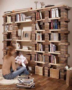 Librero echo de ladrillos y repisas.