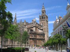 Catedral de Sevilla con la Giralda www.magnolia-travel.es/blog