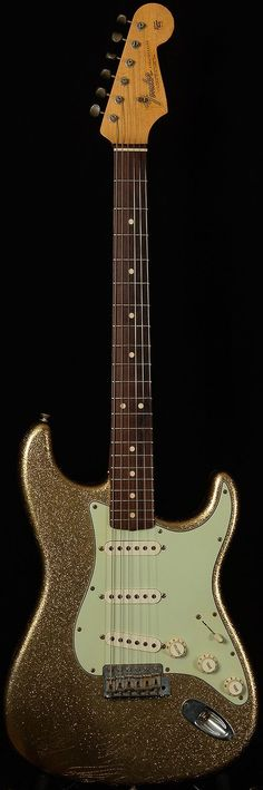 Fender Custom Shop Stratocaster in gold sparkle. I like sparkly things. #fenderguitars