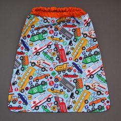 Serviette de cantine enfant élastique Tous véhicules Lilooka. L'enfant la met et la retire seul à la cantine ou à la maison. Lavable à 40 °. 100 % coton. Pour les enfants qui ne veulent plus de bavoir. Idée cadeau. Dimensions : 40 x 36 cm. http://www.lilooka.com/a-table-1/serviettes-de-table-cou-elastique-enfants/serviette-de-cantine-enfant-elastique-tous-vehicules.html