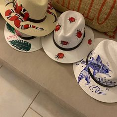 Painted Hats, Hand Painted, Mexican Hat, Small Drawings, Cowgirl Hats, Diy Hat, Fancy Hats, Outfits With Hats, Summer Hats